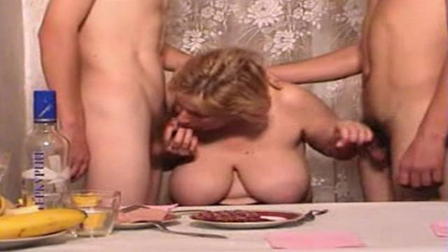 porno-video-trahnul-mamu-russkoe