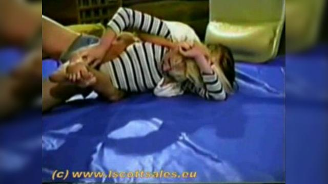 Nude woman wrestling vt-224-2